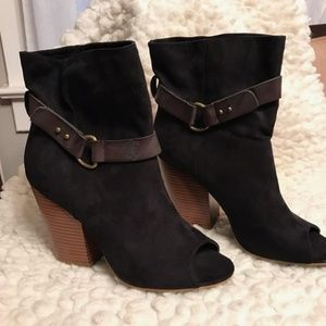 Mia Black Heeled Peep-toe Booties
